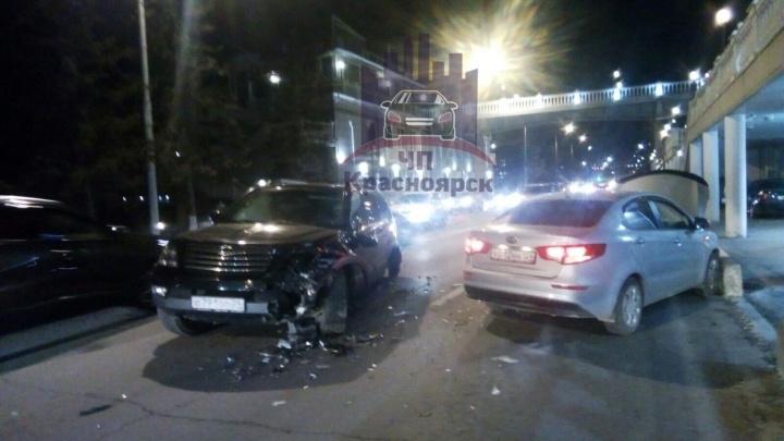 Авария из четырех авто поставила в пробку улицу Дубровинского