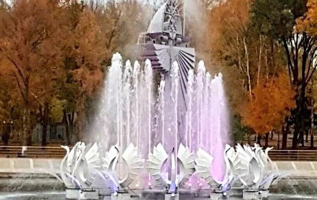 У фонтана в парке Металлургов появилась подсветка и новые насосы