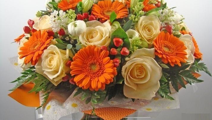 Флористы заявили, что мужчины начали раскупать цветы