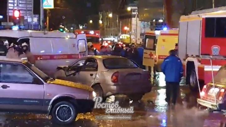 В центре Ростова в сильном ДТП пострадали два человека