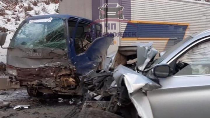 «Шел напрямую»: водитель BMW погиб в жуткой аварии с грузовиком