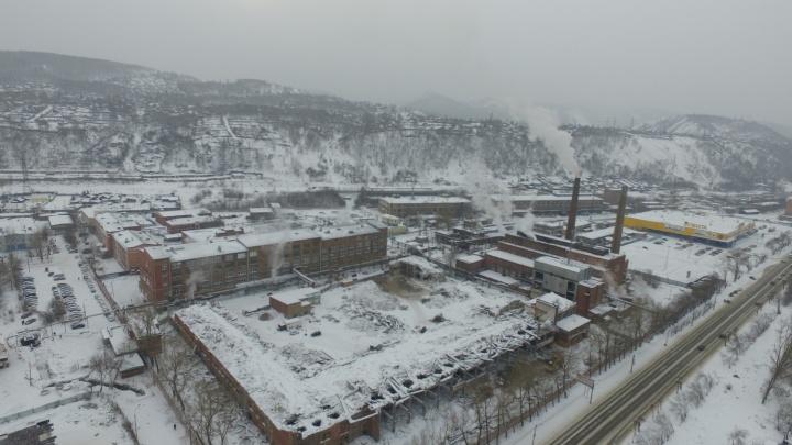 Сверху виднее: за забором на заводе «Красфарма» сносят заброшенные цеха