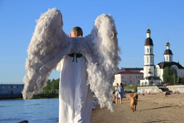 Крылья отойдут покупателю всего за 666 666 рублей. Можно взять в кредит!