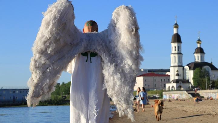 Архангельский «ангел», который был Путиным, продает свои крылья за 666 666 рублей