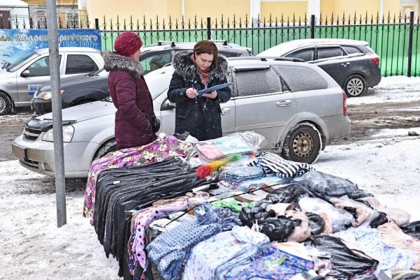 Власти обещают гонять уличных торговцев до тех пор, пока те не перестанут появляться