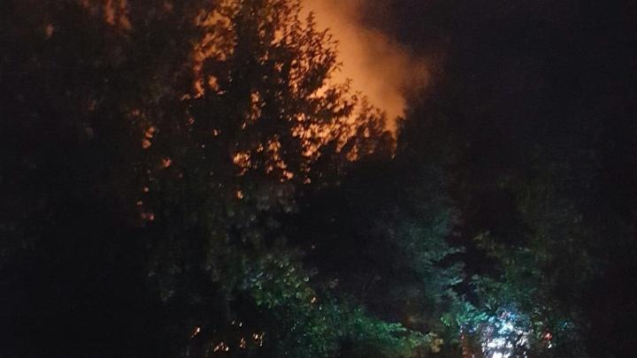 Ночью на Лесобазе сгорел деревянный барак