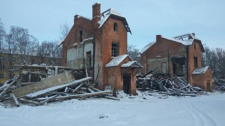 Это было историческое здание: власти разберутся с собственником, разрушившим школу Терешковой
