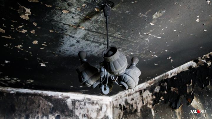 «Остались только стены да крыша»: пожар в Волгоградской области уничтожил послевоенный дом