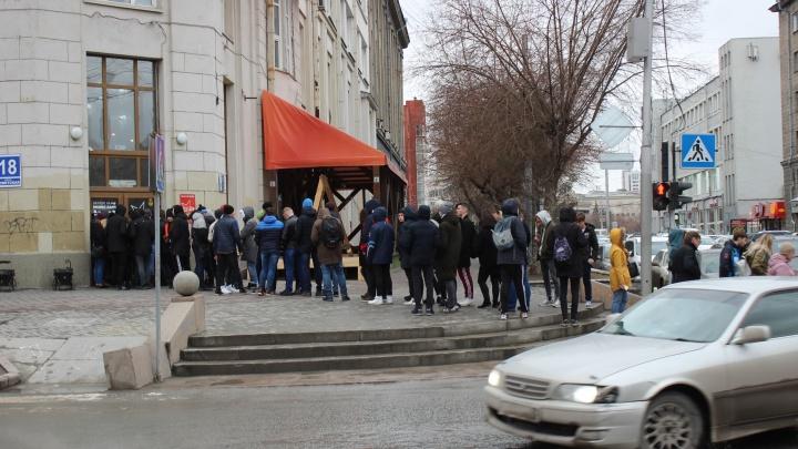 Десятки новосибирцев выстроились в очередь на концерт башкирского рэпера и звезды YouTube