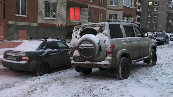 """Я паркуюсь, как баран: смотрим на «мусорный """"Ленд-Крузер""""» и землепашца на Lada Granta"""