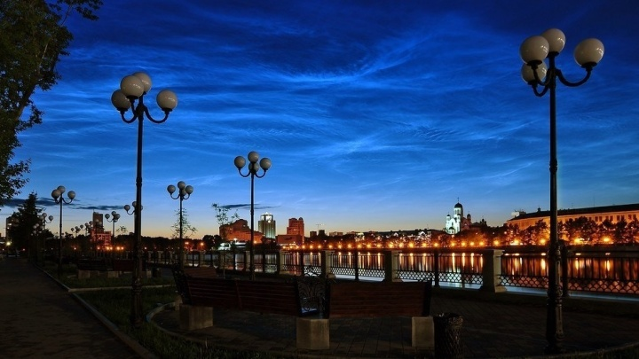 Нереальная красота: в июне над Екатеринбургом проплывут светящиеся облака