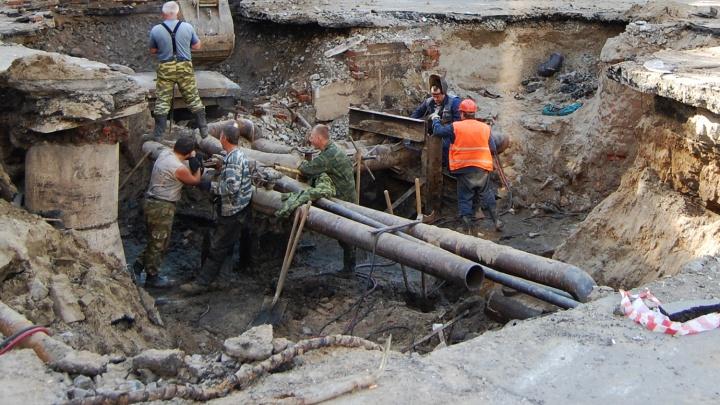 Готовим тазики: в Новосибирске начинаются отключения горячей воды
