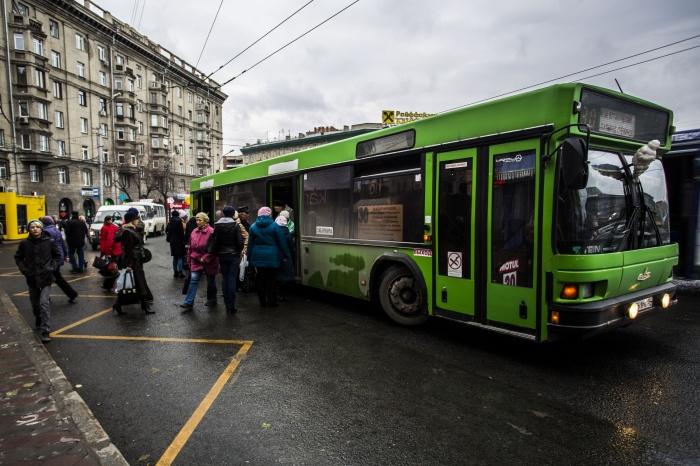 Автобус МАЗ на площади Калинина
