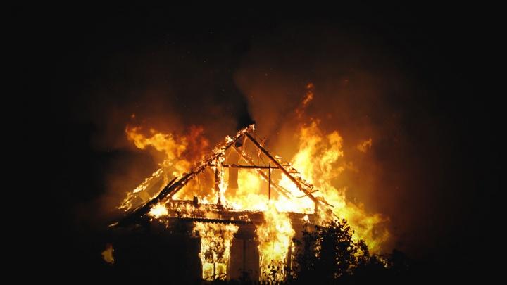 Семейная пара отравилась угарным газом во время ночного пожара
