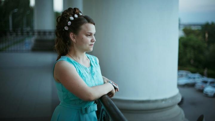«Самое главное — выжила»: сбитую на остановке студентку медколледжа выхаживают нейрохирурги