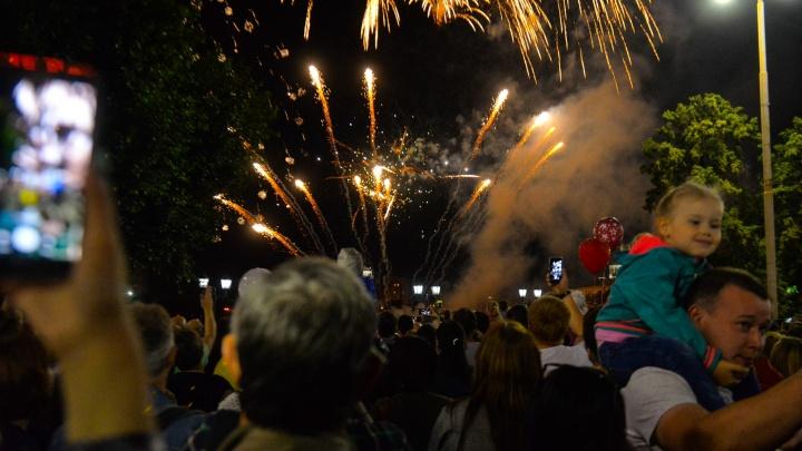 В День города в Екатеринбурге устроят дискотеку, карнавал и концерт для битломанов