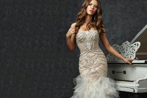 В прокате брендовых платьев La Renta стартовала акция со скидками до 30 %