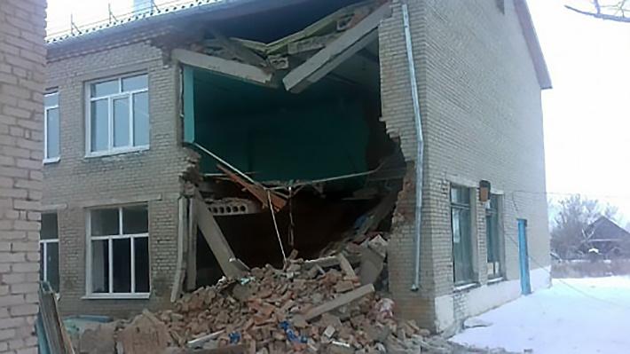 Следователи завели уголовное дело после обрушения стены в школе