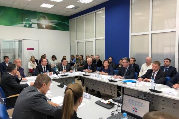 На встрече собрались Министерство строительства, представители Общественной палаты, Законодательного собрания и обманутые дольщики