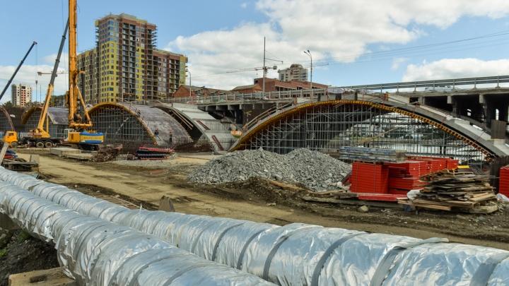 Три автобуса на неделю изменили маршруты из-за ремонта Макаровского моста
