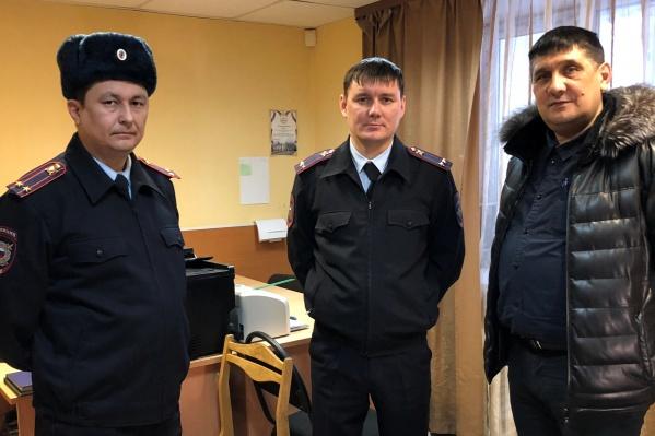 Нафис Каримов (крайний слева)