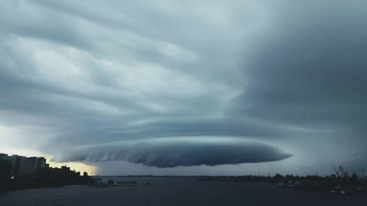 Апокалипсис, Чужой или НЛО? Какое страшное, но красивое небо показывают в Сети архангелогородцы