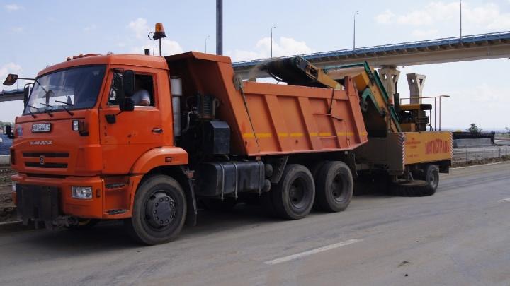«Сменил маршрут и уехал на базу»: столбы пыли на дорогах Волгограда подняла сломавшаяся машина