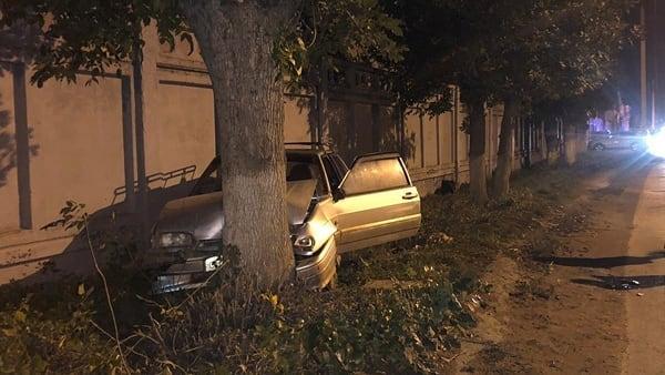 В Уфе первоклассник погиб по вине пьяного отца: его машина врезалась в дерево