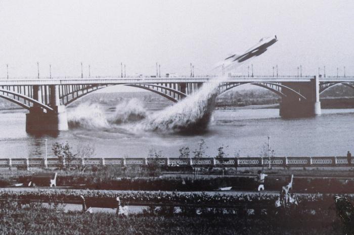 Фотоколлаж по мотивам пролёта Привалова под Коммунальным мостом