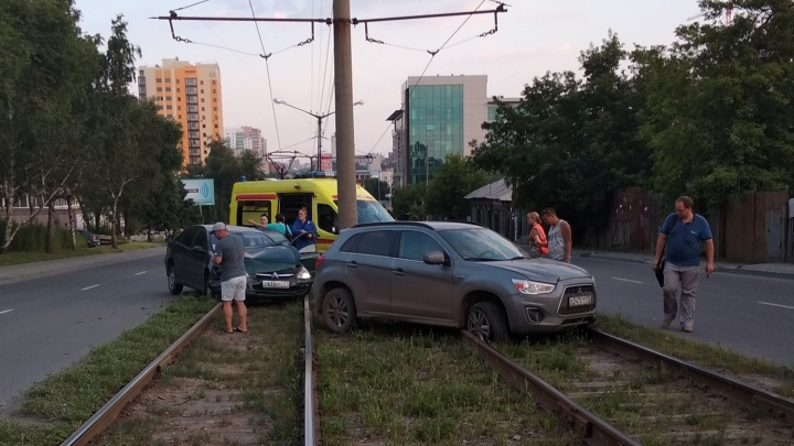В Челябинске авария на путях парализовала движение трамваев