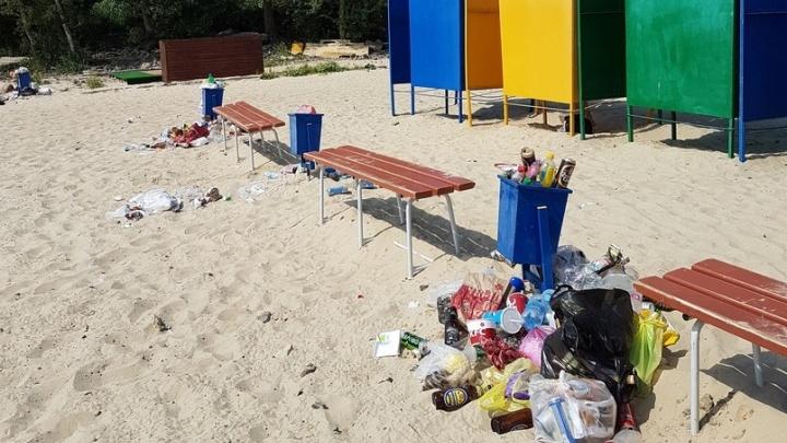 С открытием пляжного сезона у волгоградцев появились новые места, где мусорить