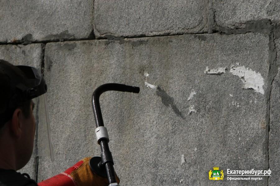 Во время очистки происходит «сжатие» загрязнения, которое быстро отслаивается от поверхности, а лёд испаряется без следа