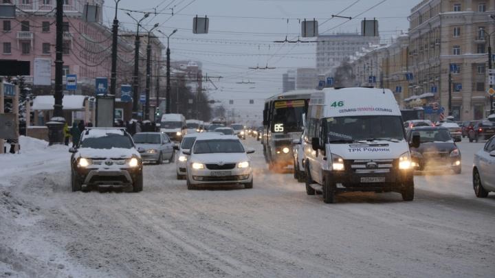 «Мы видим результат»: в администрации Челябинска устроили разнос дорожникам за плохую уборку снега