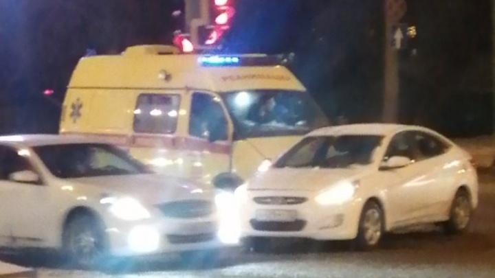 На Герцена машина скорой помощи попала в ДТП