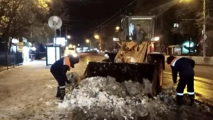 С ростовских улиц за ночь убрали 15 тысяч тонн снега