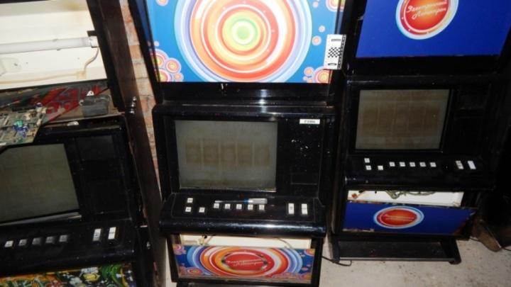 В Подгорном спецназ накрыл игорный клуб с автоматами и покерными столами