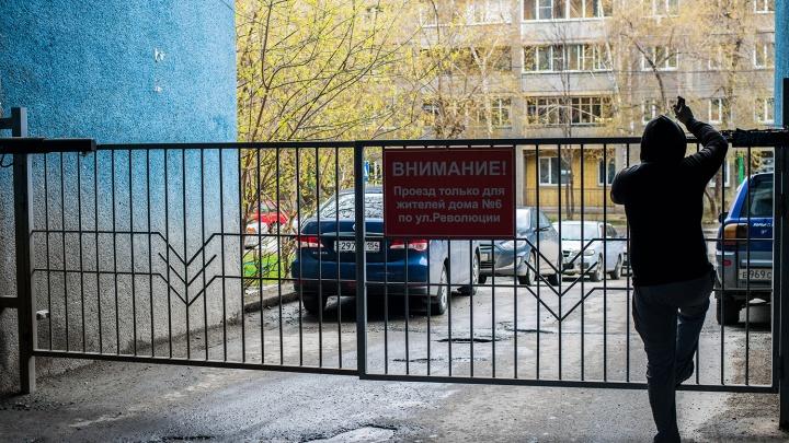 Бунт пешеходов: любителям срезать пробки по дворам объявили войну