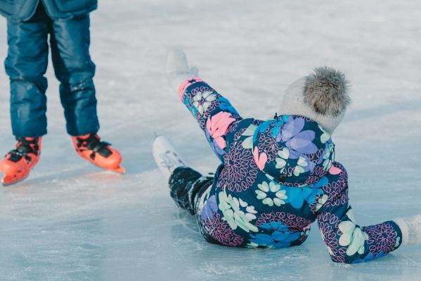 У ледовой площадки будет работать и медпункт, чтобы помочь в случае чего тюменцам, не удержавшимся на коньках