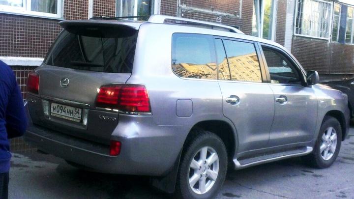 «Я паркуюсь как чудак»: Lexus ННН — один на четырёх местах