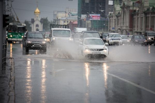 К выходным погода может испортиться — в Новосибирске пройдут сильные дожди, а потом ещё сильнее похолодает