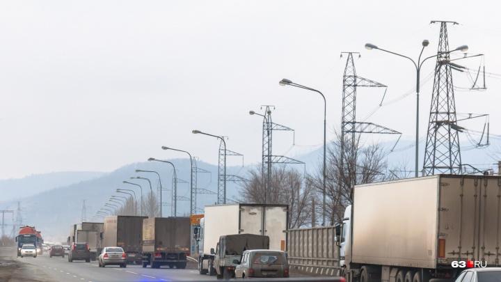Ямы засыпали: по объездной дороге рядом с трассой М-5 пустили транспорт