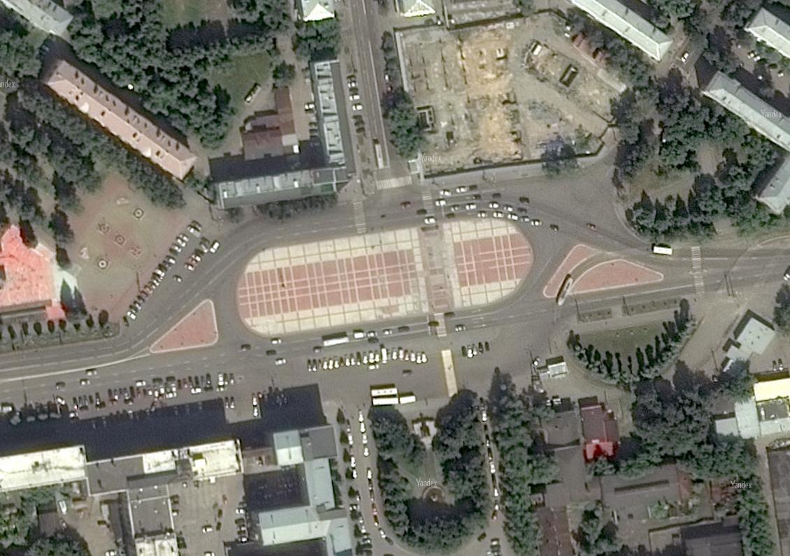 Так площадь Первой Пятилетки выглядела до того, как ее разрисовал Покрас Лампас