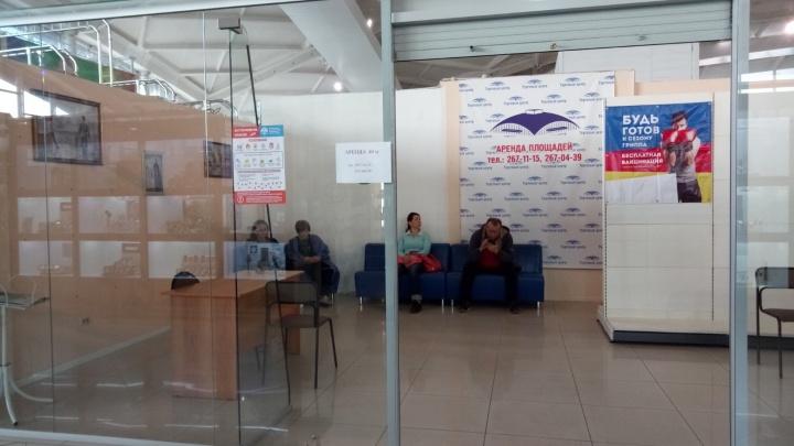 «Пришла, а никого нет»: челябинцы жалуются, что не смогли поставить бесплатные прививки в ТРК