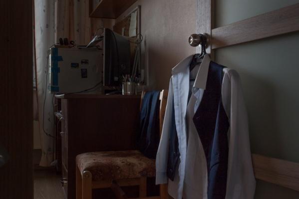Комплект из брюк и жилетки в Перми можно со скидкой купить за 2250 рублей
