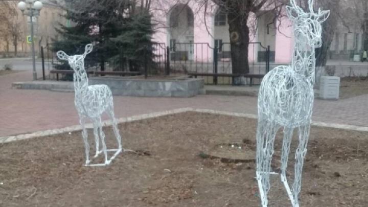 «Его спасла женщина»: в Волжском пытались украсть второго светодиодного оленя