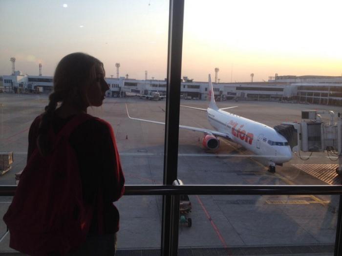 Полина Ликман в аэропорту Дон Муанг в Бангкоке
