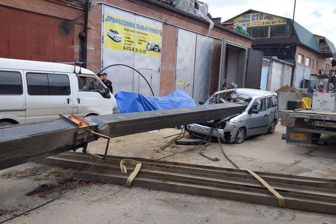 «Опору не поставили»: знакомый владельца рухнувшего на «Тойоту» крана рассказал, почему упала стрела
