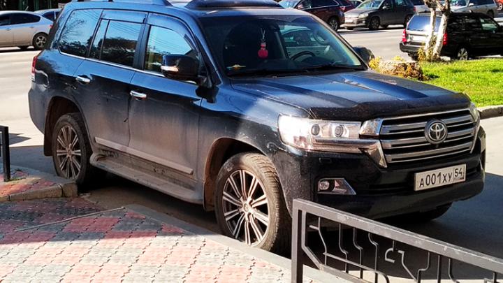 «Я паркуюсь как чудак»:Land Cruiser 001 — против матерей с колясками