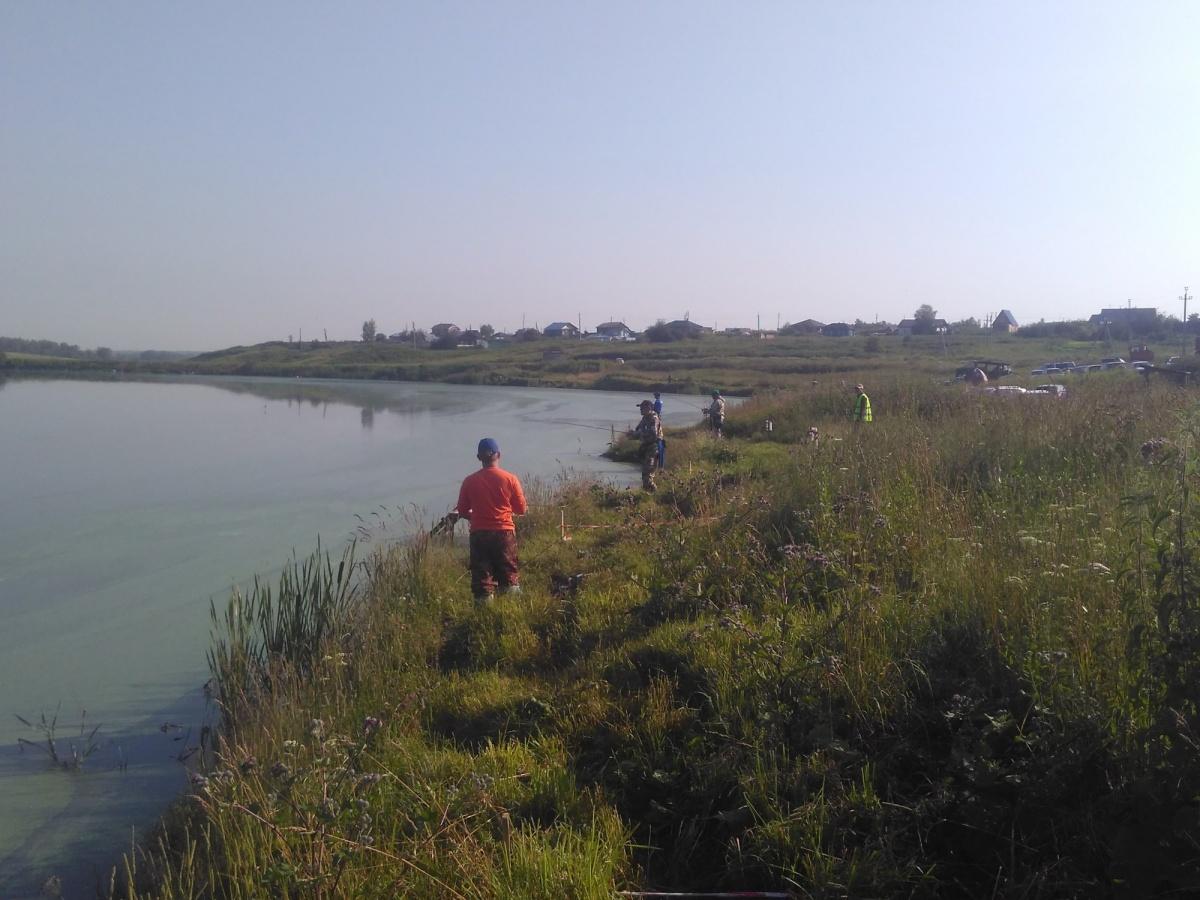 Рыбаки во время очередного периода чемпионата