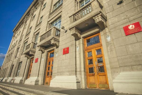 Анатолий Бабаев стал уже шестым новосибирцем, который претендует на кабинет в здании на Красном проспекте, 34